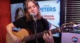 Emma Peters interprète « Traverser » en session acoustique !